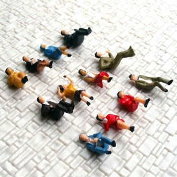 Pack of 12 Seated Figures